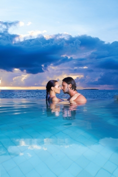 bigstock-Copile-At-Maldives-7582357.jpg